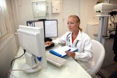 Weiblicher medizinischer Fachmann stockfoto