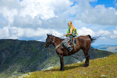 Weiblicher Mitfahrer auf zu Pferde Stockbilder