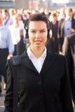Weiblicher Pendler in der Masse Lizenzfreies Stockfoto