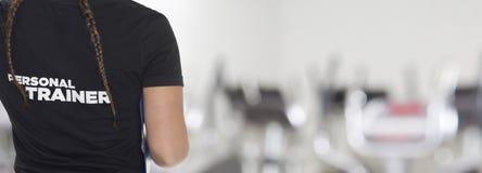 Weiblicher persönlicher Trainer lizenzfreie stockfotos