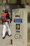 Weiblicher Pilger auf dem Weg von St James in Spanien lizenzfreie stockfotografie