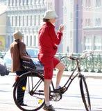 Weiblicher Radfahrer Lizenzfreie Stockfotos