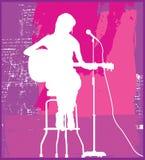 Weiblicher Sänger auf Sitz Stockfotografie