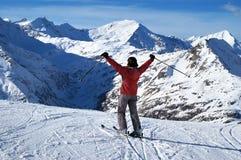 Weiblicher Skifahrer Lizenzfreie Stockfotografie