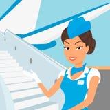 Weiblicher Stewardess, der blauen Anzug und Flugzeug trägt Lizenzfreies Stockfoto