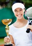 Weiblicher Tennisspieler gewann das Turnier Stockbild