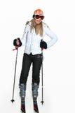 Weiblicher tragender Skigang stockfoto