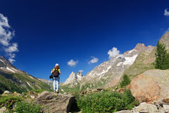 Weiblicher Wanderer im Veny Tal stockbild