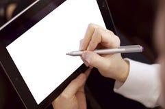 Weibliches Arbeiten unter Verwendung des Tablet-Computers u. des Stiftes Lizenzfreies Stockfoto