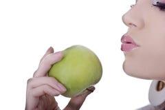 Weibliches Gesicht und Apple Stockfotografie