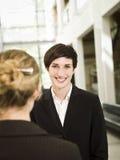 Weibliches Gespräch lizenzfreie stockfotografie