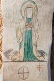 Weibliches Heiliges und alte Kennzeichen in der Kirche wölben sich stockbild