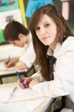 Weibliches Jugendkursteilnehmer-Studieren Lizenzfreie Stockbilder