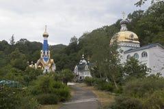 Weibliches Kloster der Dreiheit-Georgievskiy im Dorf Lesnoye, Adler-Bezirk Krasnodar-Region Stockfotos