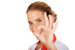Weibliches Krankenschwester- oder Doktorgestikulieren des Jungelächelns Lizenzfreies Stockbild