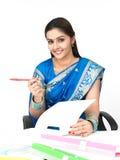 Weibliches Leitprogramm des indischen Ursprung Lizenzfreies Stockbild