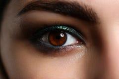 Weibliches linkes Grün farbige Augenextremnahaufnahme Lizenzfreie Stockbilder