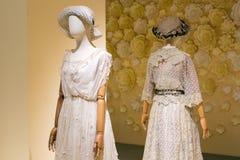 Weibliches Mannequin in einem Kleid stockfotos