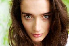 Weibliches Mode-Modell mit grünen Augen Lizenzfreies Stockfoto