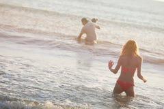 Weibliches Modell auf dem Strand Lizenzfreies Stockbild
