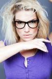 Weibliches Modell mit heftigem Blick Lizenzfreies Stockfoto