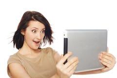 Weibliches nehmendes selfie mit digitaler Tablette Stockfotos