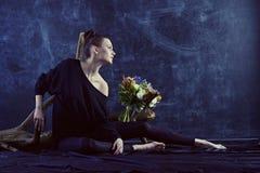 Weibliches Porträt netter Dame zuhause Lizenzfreie Stockfotografie