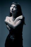 Weibliches Portrait in den kalten Tönen Stockfoto