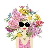 Weibliches Porträt mit Blumenfrisur für Ihr Stockfotos