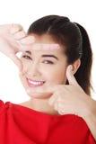 Weibliches schönes Gesicht, Schnappschuß. Finger. Lizenzfreies Stockfoto