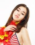Weiblichkeit. Porträt der Asiatin mit bunten Origami-Blumen Lizenzfreies Stockfoto