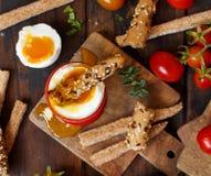 Weich gekocht Ei mit klarem Brot Stockfoto