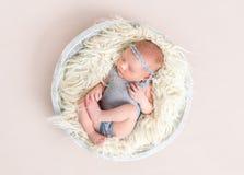 Weiche Haut des neugeborenen schlafenden Babys, Nahaufnahme Lizenzfreies Stockfoto