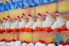 Weiche Spielwaren für Kinder auf dem Zähler des Speichers lizenzfreies stockbild