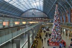 Weiche Spielzeug Weihnachtsbaum St- Pancrasstation Stockbild
