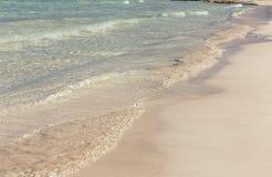Weiche Welle des Meeres auf dem Strand Lizenzfreie Stockfotografie
