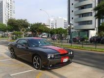 Weichen Sie Herausforderer SRT8 392 Hemi aus, das in Lima geparkt wird Lizenzfreie Stockbilder
