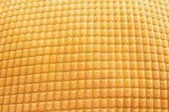 Weicher gelber Baumwollstoffhintergrund stockfotos