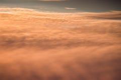 weicher Sonnenunterganghimmel-Steigungshintergrund Stockfotos
