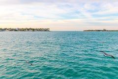Weiches abstraktes Hintergrundoberflächenmuster der blauen Meereswellen Lizenzfreie Stockfotografie