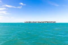 Weiches abstraktes Hintergrundoberflächenmuster der blauen Meereswellen Lizenzfreie Stockbilder