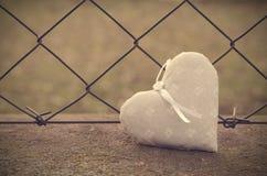 Weiches Foto des Gitterhintergrundes mit Herzen stockbilder