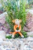 Weiches Spielzeug - Affe mit Granate Lizenzfreies Stockbild