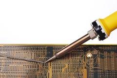 Weichlöten eines elektronischen Kreisläufs Stockbild