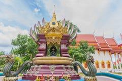 Weichzeichnung das Schongebiet, Tempel, Buddha, Symbol von Phaya-Nagas mit dem Strahl, Licht und Blendenfleck bewirkt Ton Das all Stockbilder