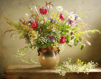 Weideblumenstrauß Stockbilder