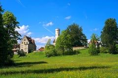 Weiden van het kasteel Lichtenstein van de toeristenbestemming stock afbeelding