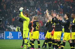 Weidenfeller och Borussia Dortmund som tackar deras, fläktar för deras service Arkivfoton