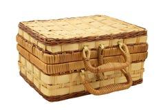 Weidenkasten für Näharbeit über Weiß Lizenzfreies Stockfoto