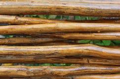 Weidenzaun hergestellt von den braunen Stöcken Lizenzfreies Stockbild
